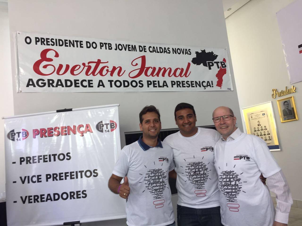 Presidente estadual da JPTB Guilherme Coelho, presidente da JPTB de Caldas Novas Everton Jamal e ex-senador Demóstenes Torres | Foto: Folha Z
