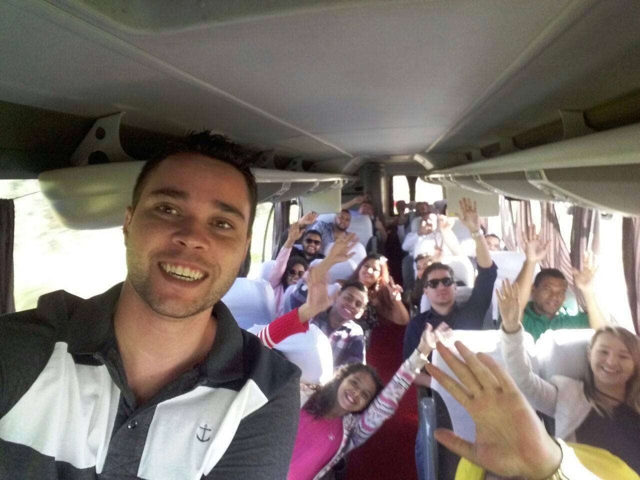 Presidente da JPTB de Goiânia, Thiago Taguary foi o responsável pelo ônibus que saiu da capital na manhã de sábado, 12, com destino a Caldas | Foto: Reprodução