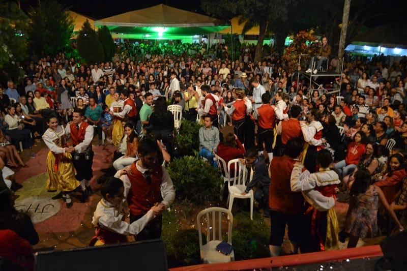 Foliões se divertem entre as atrações do Festival Gastronômico de Nova Veneza   Foto: Reprodução