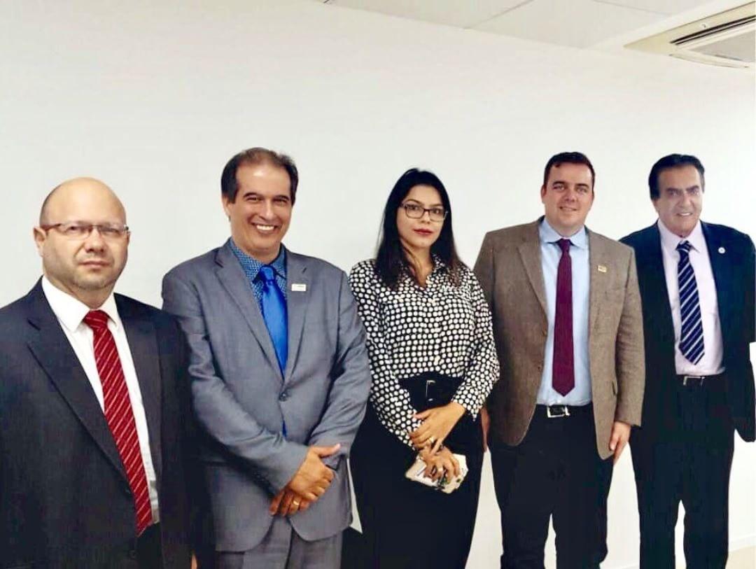 Prefeito Gustavo Mendanha viajou a Brasília em busca de recursos para a saúde   Foto: Reprodução/Instagram