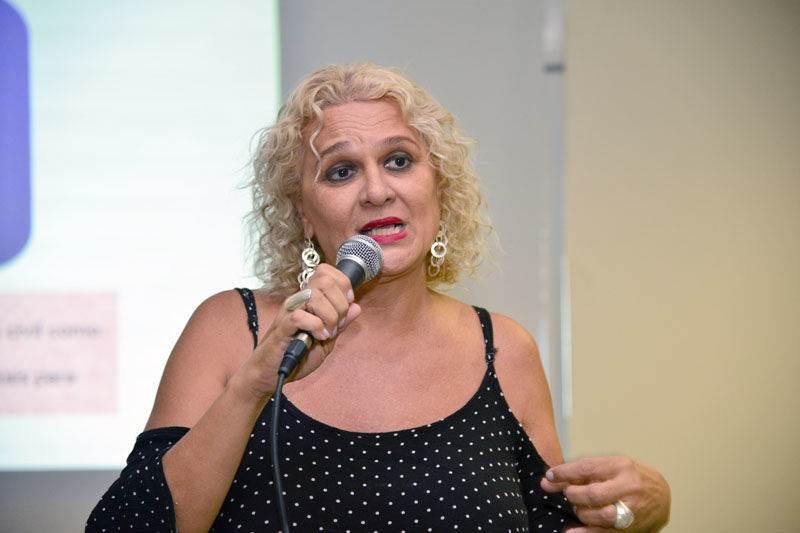 A psicóloga Beth Fernandes está na organização da Parada LGBT+ de Goiânia 2018   Foto: Reprodução
