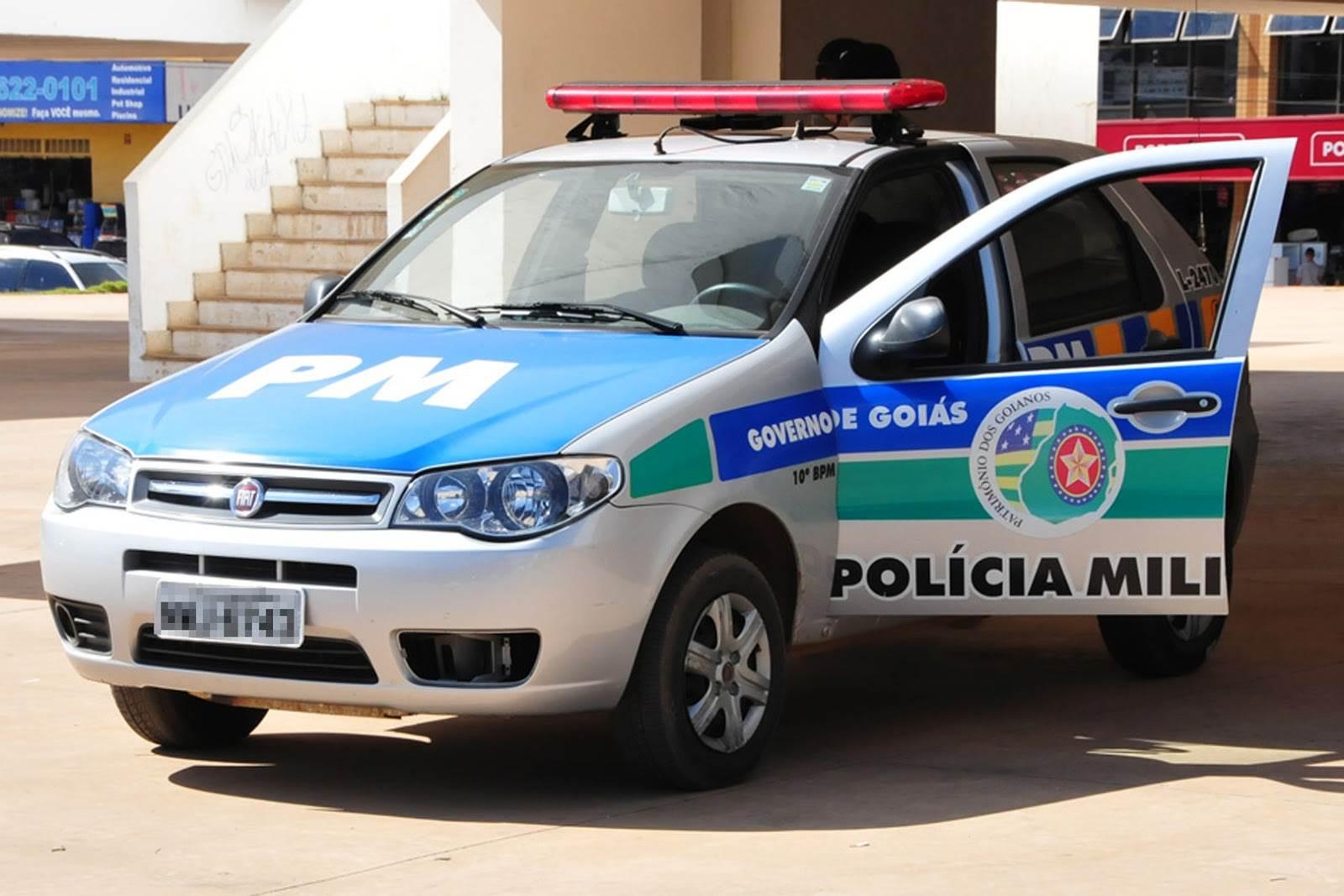 Segundo os autos, os policiais militares cobraram R$ 3 mil para devolver a arma de fogo de um vigilante, apreendida quando este saía do serviço  Foto: Ilustrativa