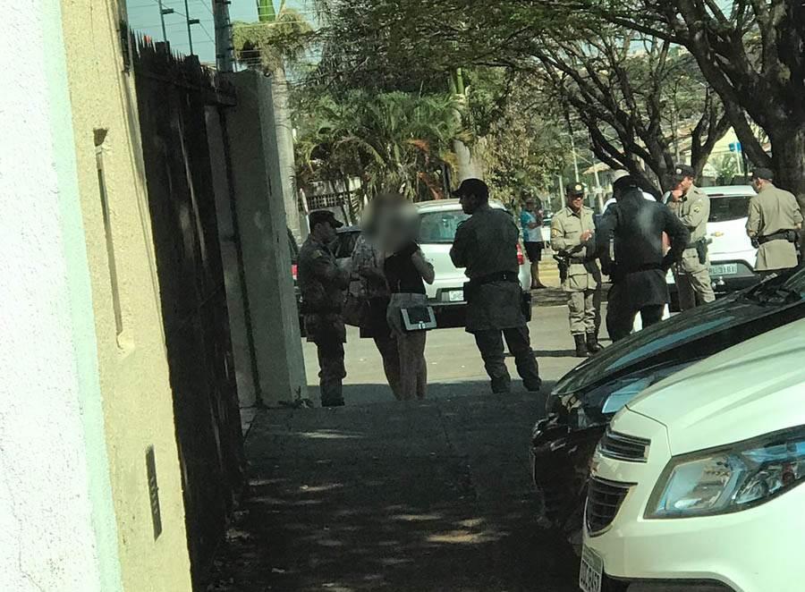 Por causa de troco, passageira e motorista trocam agressões no meio da rua em Goiânia | Foto: Leitor Folha Z