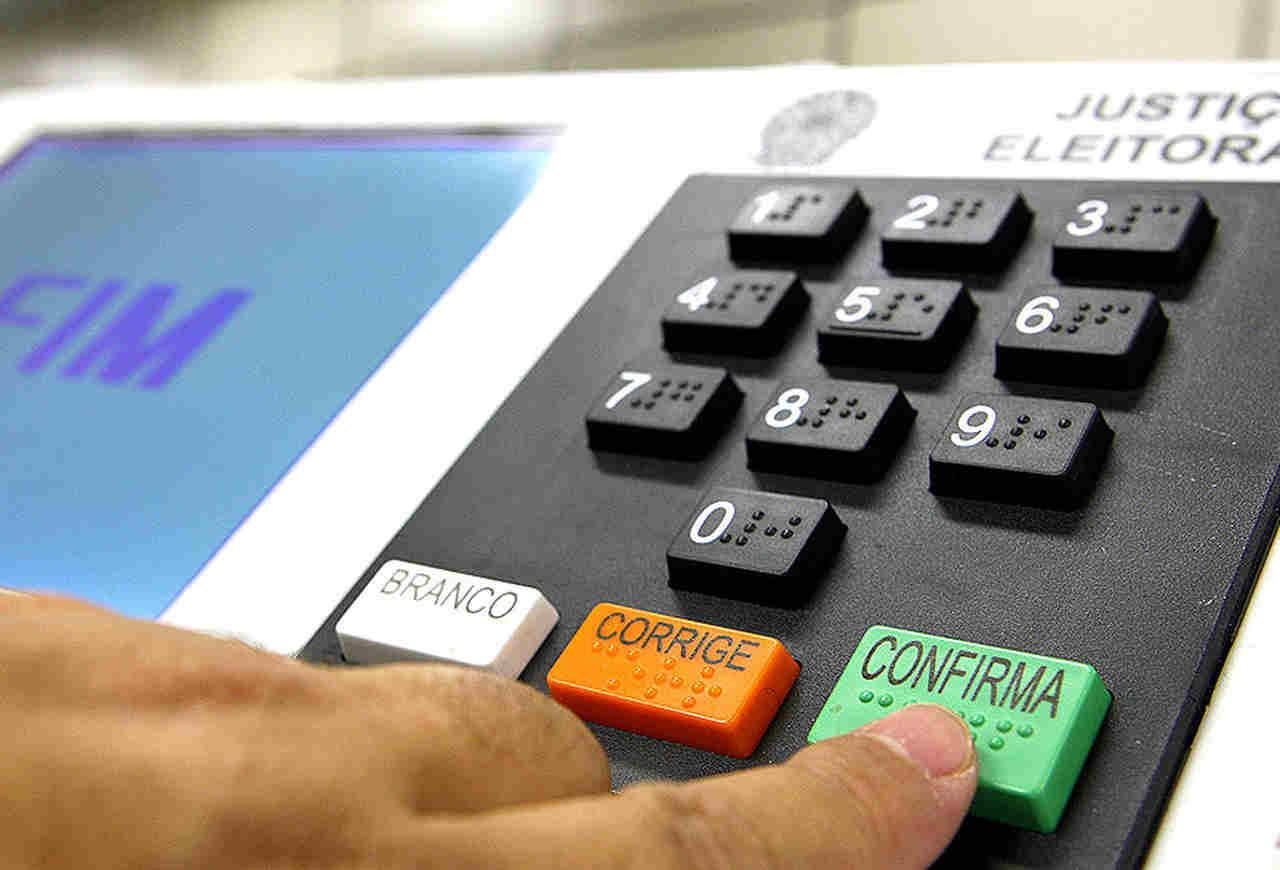 Urnas eletrônicas brasileiras (funções de cada cargo político)