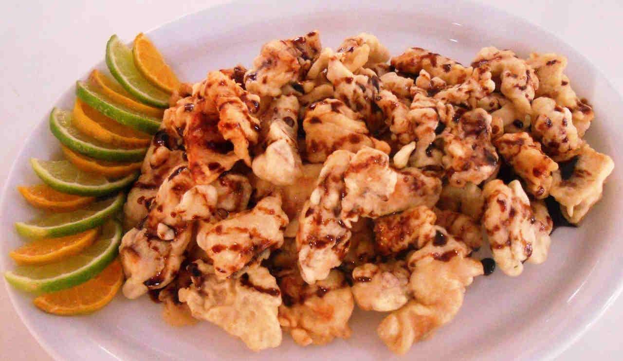 O tempurá de tilápia é um dos pratos típicos servido na Festa das Nações 2018, em Goiânia