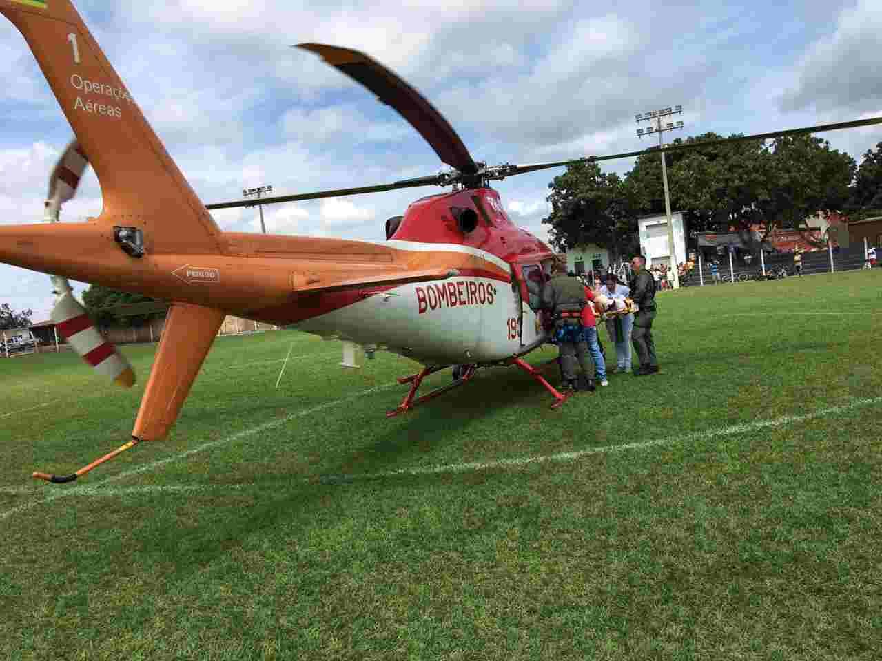 Helicóptero dos Bombeiros encaminhou vítima de Bonfinópolis para Goiânia | Foto: divulgação