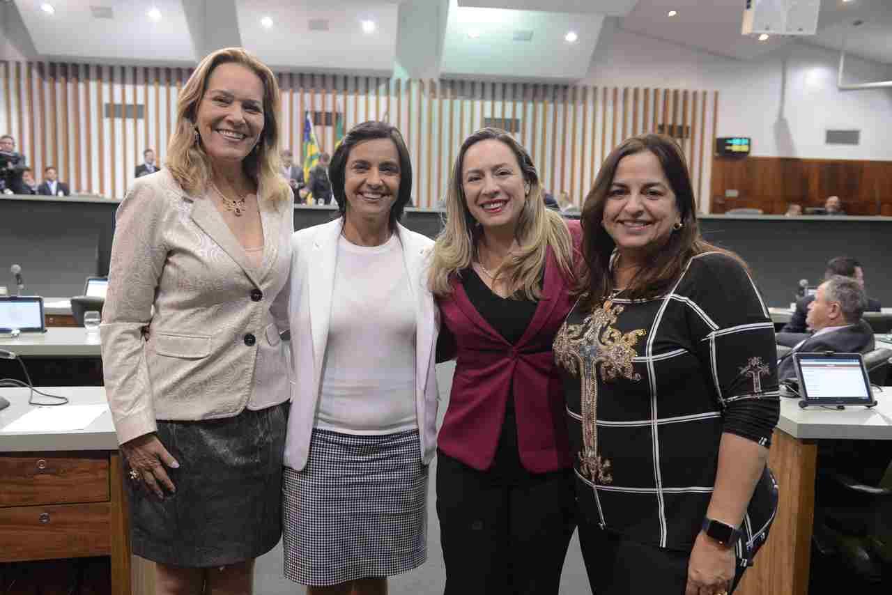 Bancada feminina na 18º Legislatura da Assembleia Legislativa de Goiás. Na foto, da esquerda para direita, estão as deputadas Lêda Borges (PSDB), Isaura Lemos (PCdoB), Delegada Adriana Accorsi (PT) e Eliane Pinheiro (PSDB)   Foto: Ruber Couto