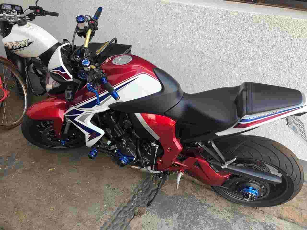 Motocicleta Honda CB 1000 apreendida em operação da Draco | Foto: Divulgação/PC