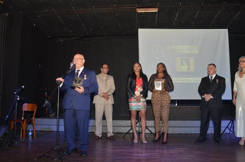 Professor recebeu dois prêmios na cerimônia   Foto: Divulgação