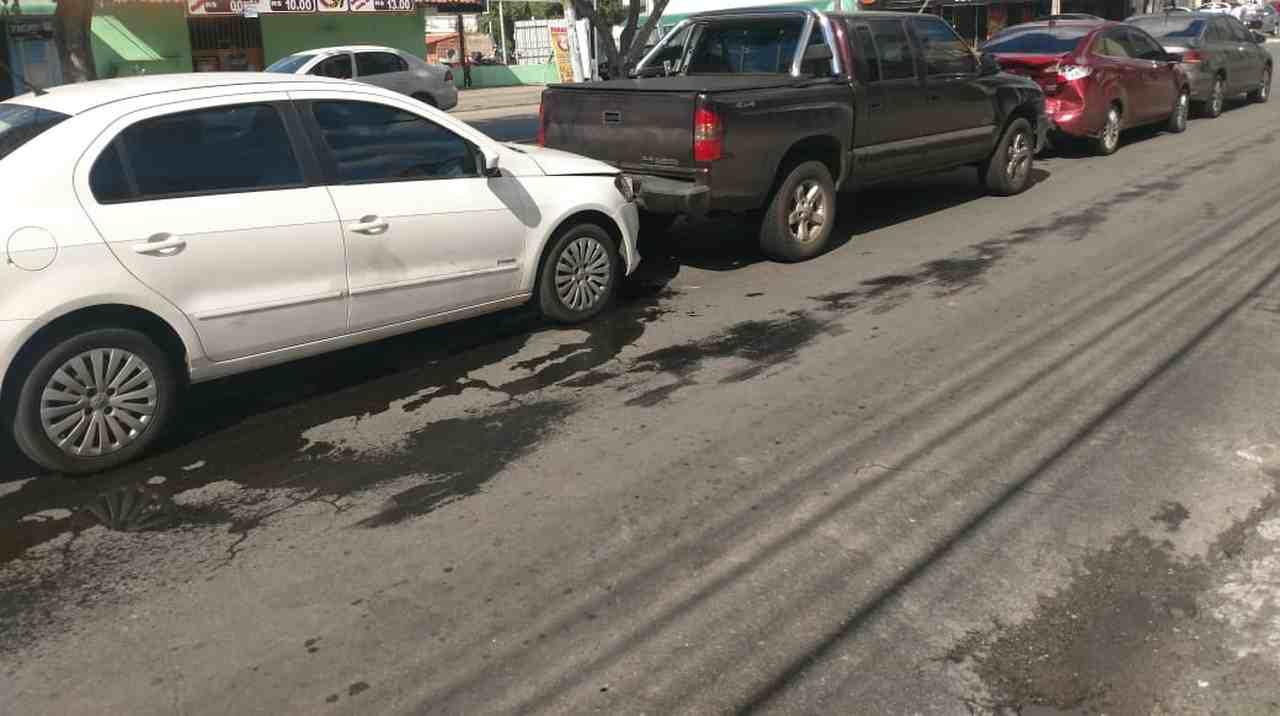 Após colisão com a S-10, traseira do Fiesta ficou bastante danificada | Foto: leitor Folha Z