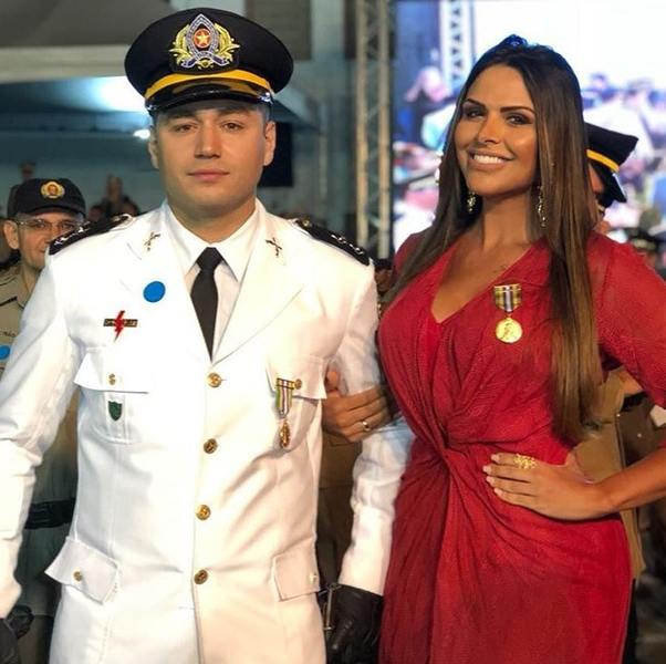 Tenente João Junior e jornalista Silvye Alves | Foto: Reprodução