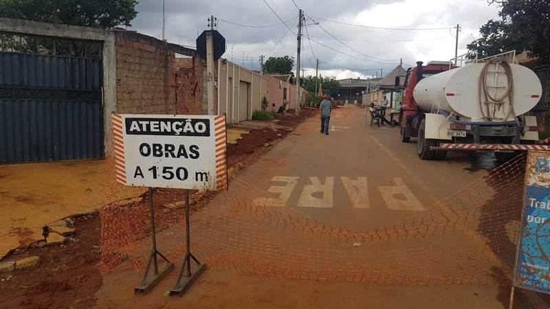 Moradores reclamam de serviços deixados por empresa de saneamento | Foto: Folha Z