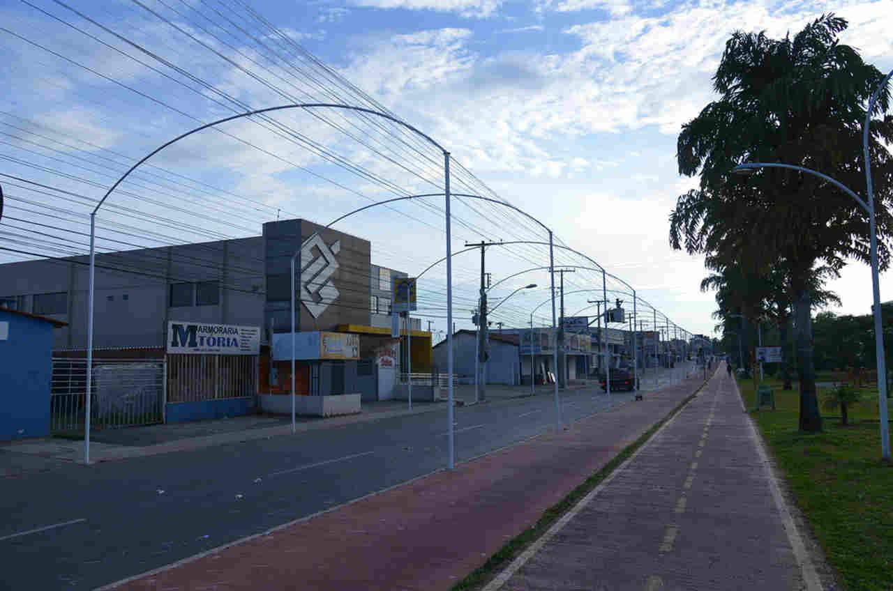 Avenida Independência, em Aparecida, será decorada com mais de 9 mil metros de mangueiras de LED | Foto: Claudivino Antunes