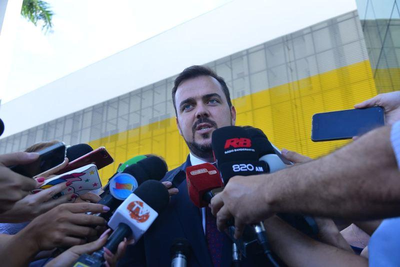 Prefeito Gustavo Mendanha fala à imprensa na inauguração do HMAP | Foto: Claudivino Antunes