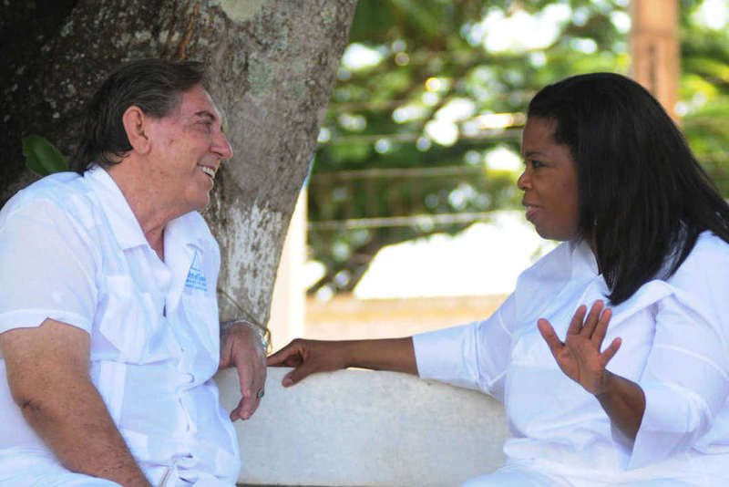 A estadunidense Oprah Winfrey gravou reportagem para seu programa com João de Deus   Foto: Reprodução