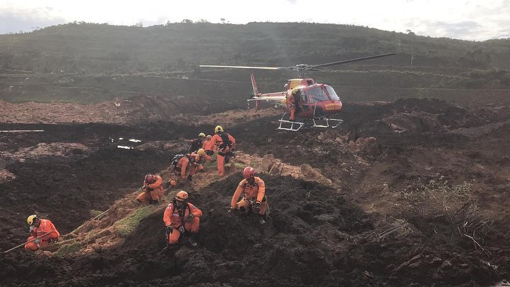 Sobrevoona área administrativa da Vale; bombeiros localizam veículo desaparecido
