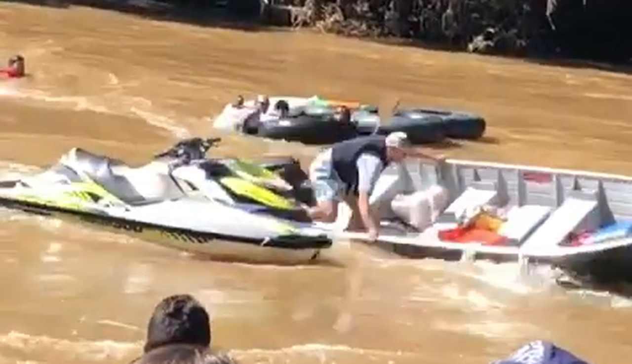 Canoa desgovernada quase causa acidente grave