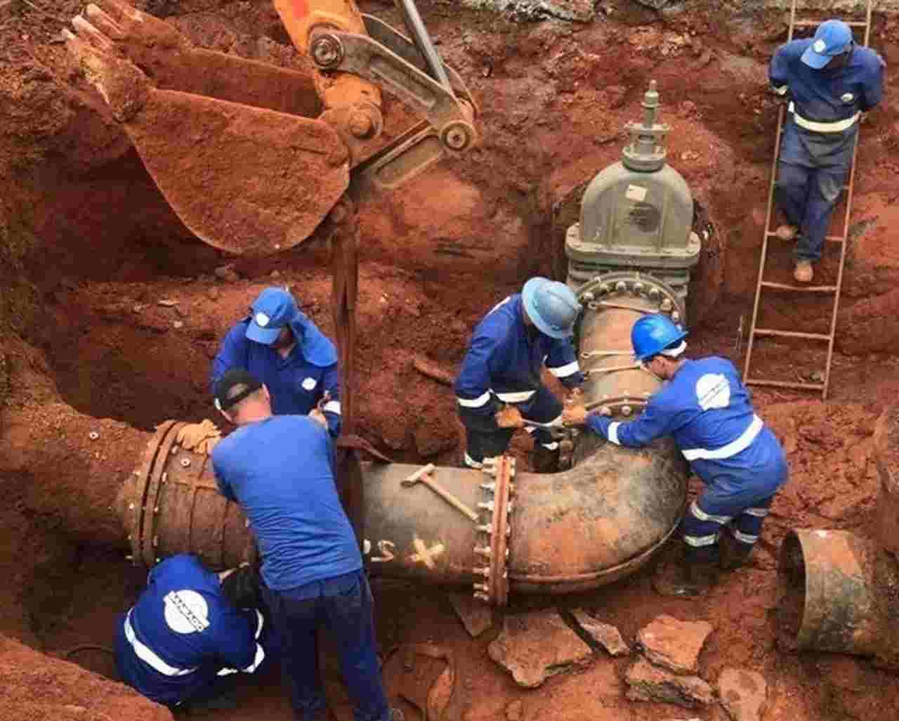 Vazamento de água Saneago Goiânia