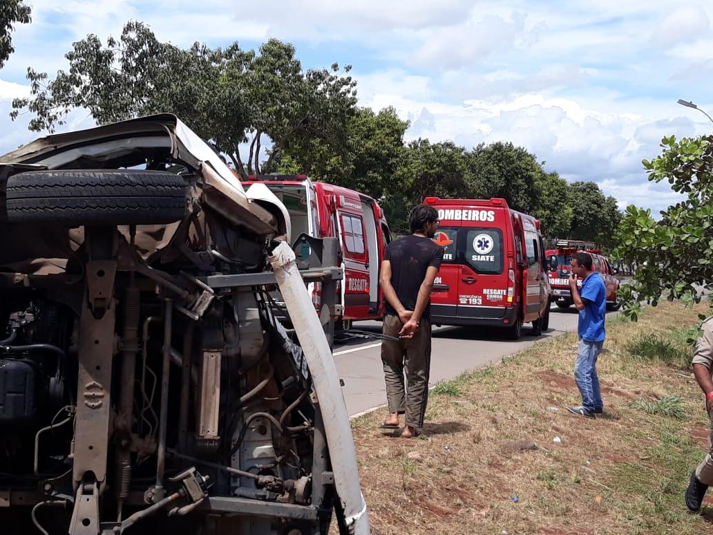 Acidente entre caminhão e kombi deixa 2 feridos no Goiânia 2 | Foto: Divulgação / CBMGO