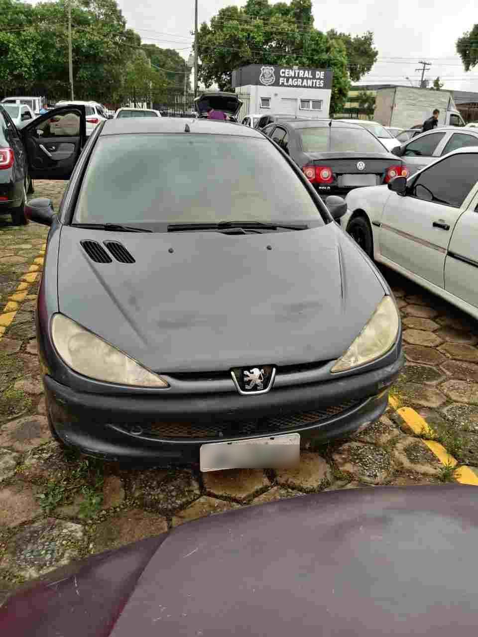 Menores com Peugeot assaltam fujioka reféns