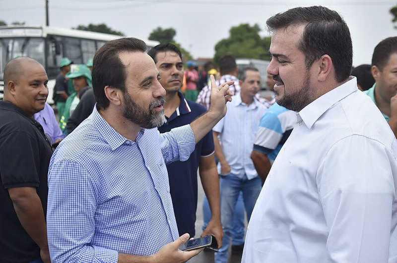 Vice-prefeito de Aparecida Veter Martins ao lado de Gustavo Mendanha em foto tirada no Aeroporto Sul | Foto: Reprodução