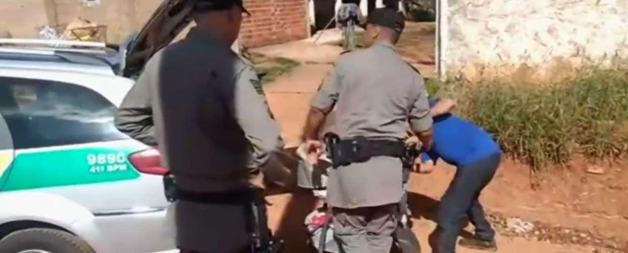 Homem encontra 2 bebês na porta de casa em Aparecida de Goiânia