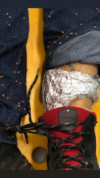 Suspeitos usaram papel alumínio para bloquear o sinal da tornozeleira eletrônica | Foto: Divulgação / PM