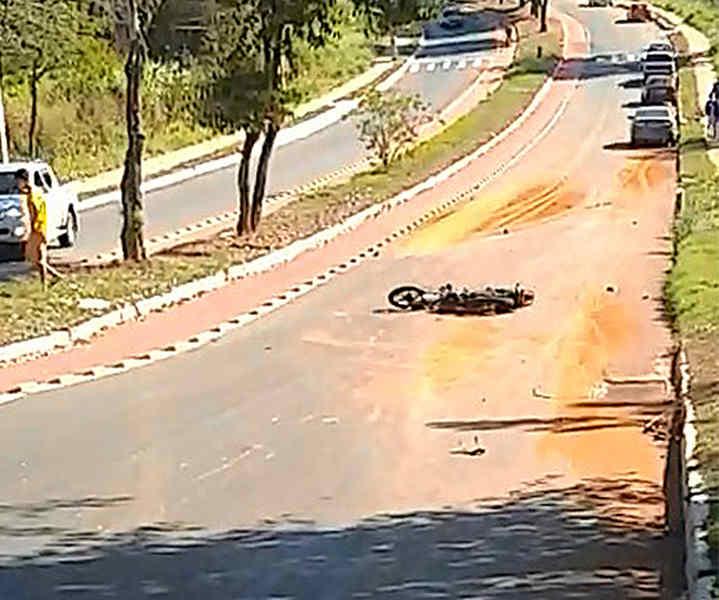 Motociclista morre na hora após acidente gravíssimo em Aparecida | Foto: Leitor / Folha Z