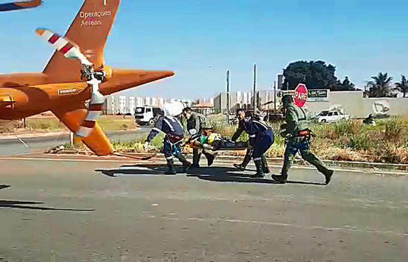 Mulher cai de carro em movimento e é arrastada em Aparecida   Foto: Divulgação / Bombeiros