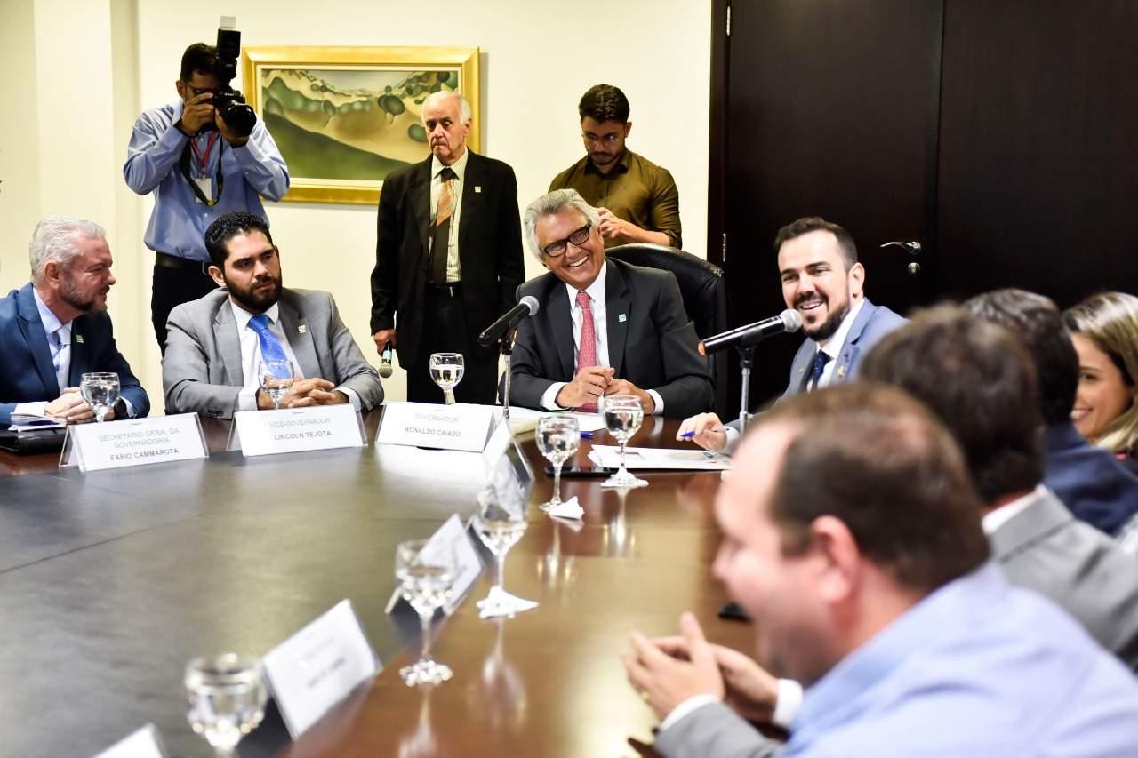 Governador Ronaldo Caiado recebe no Palácio o prefeito de Aparecida Gustavo Mendanha