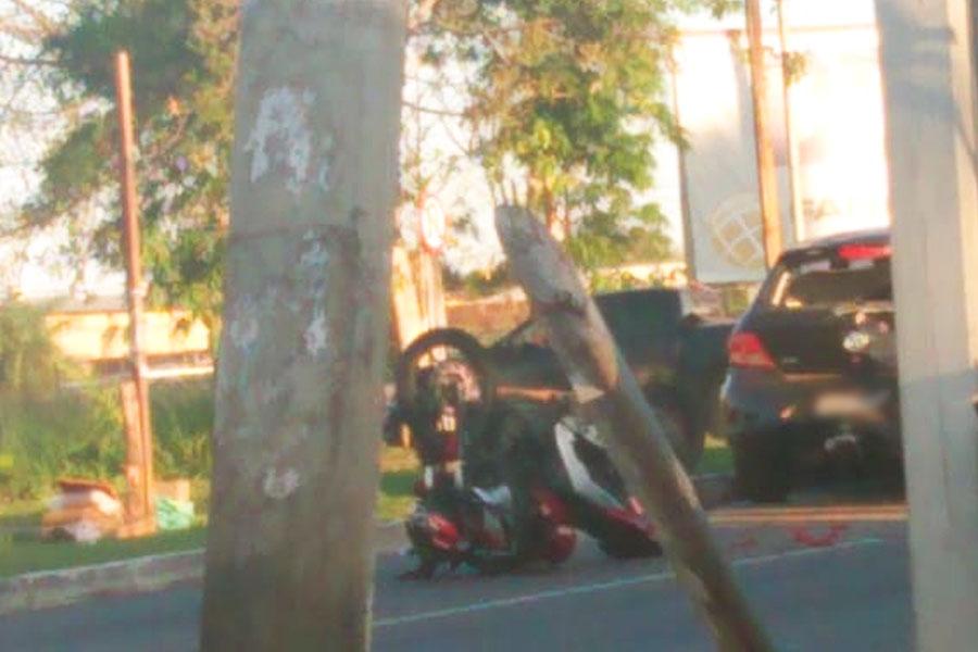 Batida ocorreu instantes depois e metros à frente do acidente que tirou a vida de 1 motociclista | Foto: Leitor / Folha Z