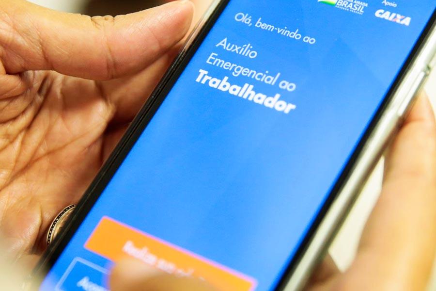 Atualização do aplicativo Caixa Auxílio Emergencial permite que o usuário conteste benefícios negados e refaça o cadastro no aplicativo, com a correção de dados   Foto: Marcello Casal Jr/Agência Brasil Economia