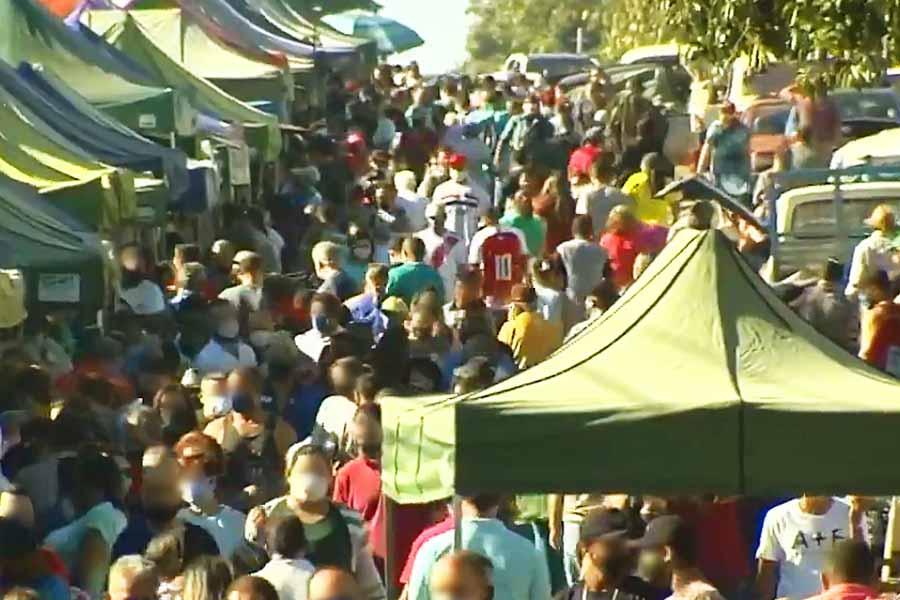 Feira do Garavelo teve aglomeração no domingo (22) | Foto: Reprodução/TV Anhanguera