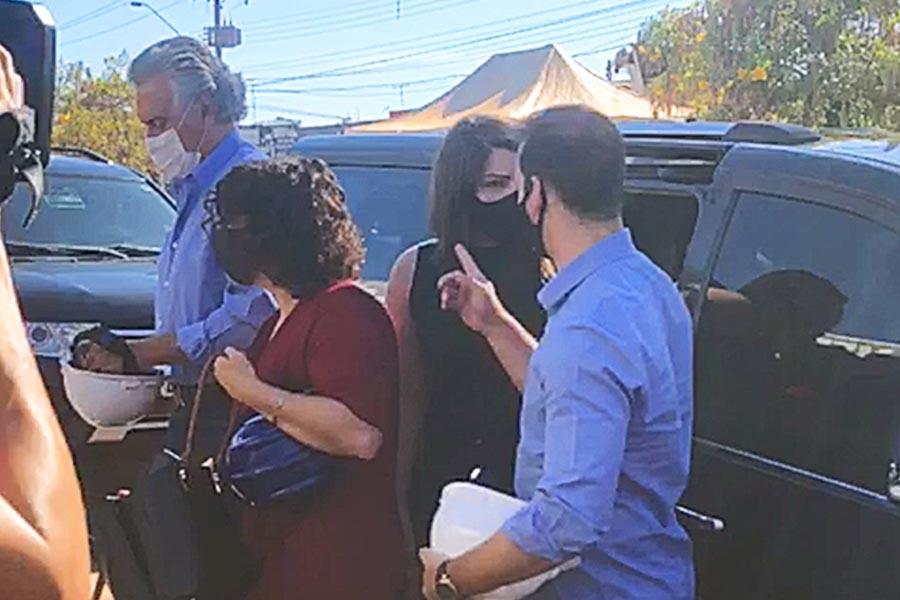 Carol Araújo chega no carro do governador a evento em Aparecida | Foto: Reprodução