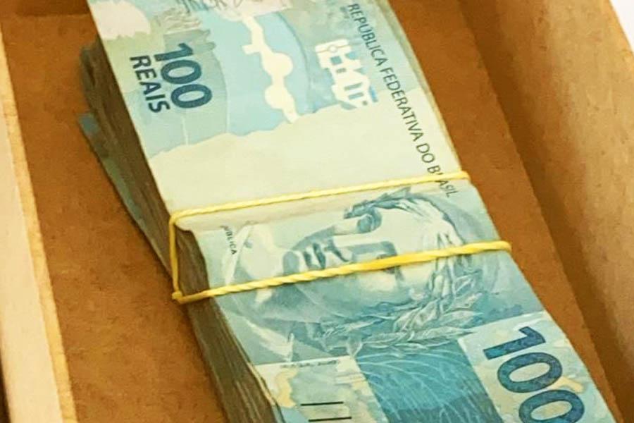 Dinheiro vivo apreendido na sala do padre na sede da Afipe | Foto: Divulgação/MP-GO