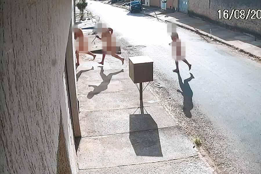 Aparecida: Câmeras flagram homem nu tentando forçar entrada em casas | Foto: Reprodução/Câmeras de Segurança