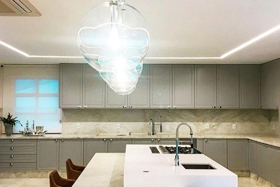 Cozinha ampla da mansão | Foto: Reprodução