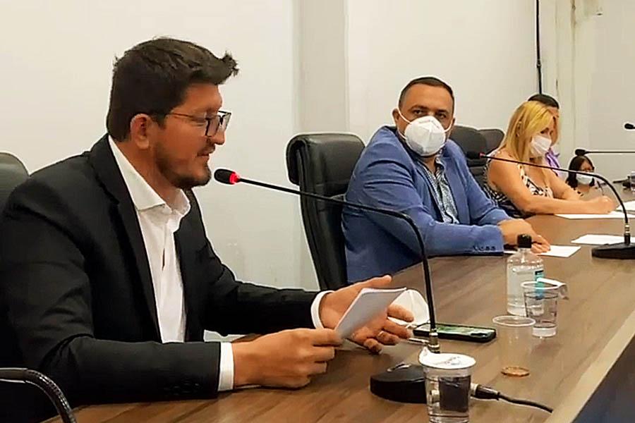 Deputado Glaustin da Fokus em sessão da Câmara de Aparecida   Foto: Reprodução