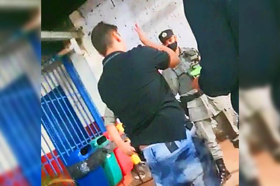 Após enganar repórteres e policiais, falso PF é preso atuando nas buscas a Lázaro   Foto: Folha Z